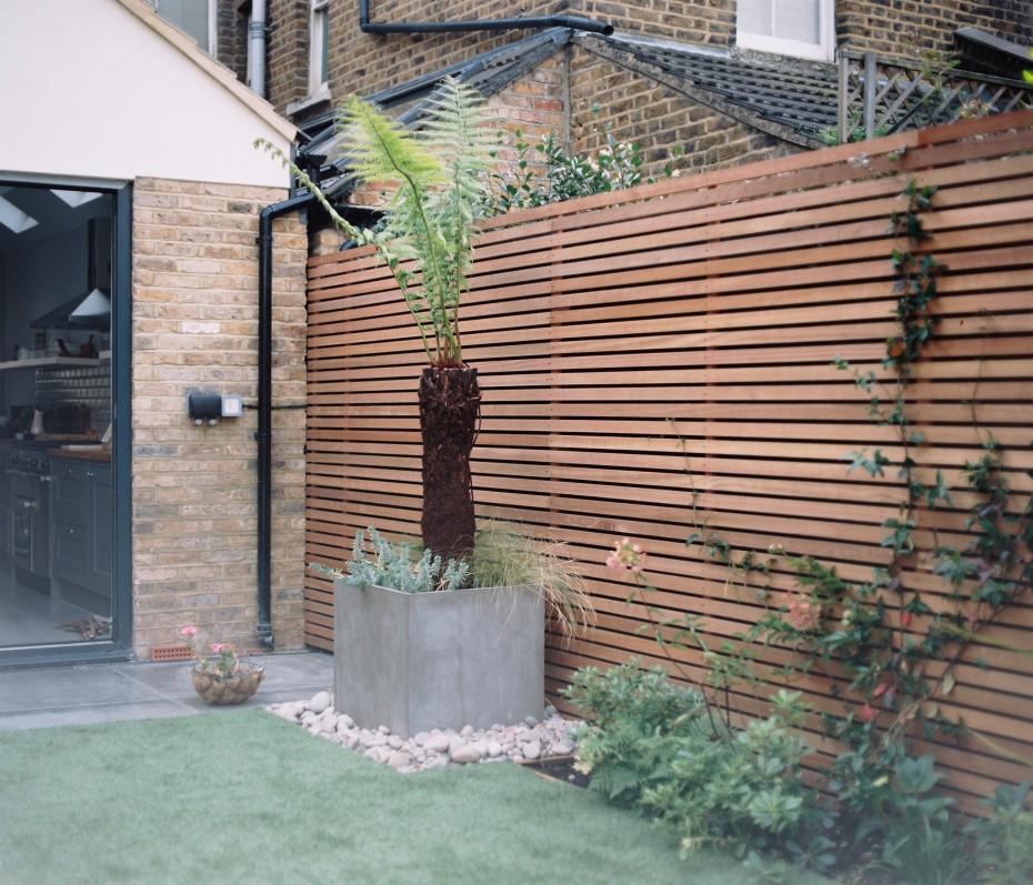 Low maintenance london garden using hardwood lateral for Garden maintenance london